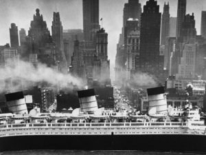 154 - Andreas Feininger, Queen Mary