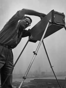 156 - Andreas Feininger, With camera, 50,5 x 40,5 / 39,9 x 38,2 -SNAPShot-gallery-Munich